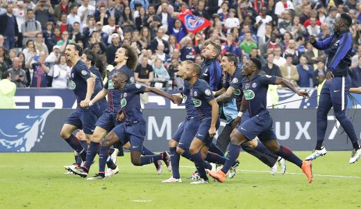 Edinson Roberto Paulo Cavani Gomez (psg) (El Matador) (El Botija) (Florestan), Maxwell Scherrer Cabelino Andrade (psg), Zlatan Ibrahimovic (psg), David Luiz Moreira Marinho (psg), Nicolas Douchez (psg), Layvin Kurzawa (psg), Lucas Rodrigues Moura da Silva (psg), Serge Aurier (psg), Marquinhos (psg) Marcos Aoas Correa, Thiago Emiliano da Silva (psg), Javier Matias Pastore (psg) greated supporters and fans from the playground during the French Cup Final football match between Olympique de Marseille and Paris Saint Germain on May 21, 2016 at Stade de France in Saint Denis, France - Photo Stephane Allaman / DPPI
