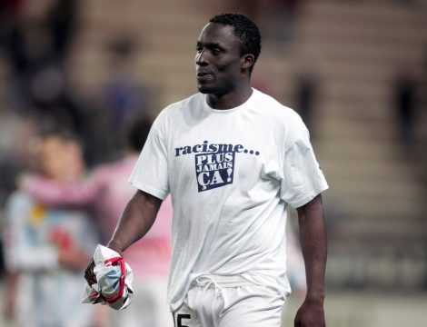 FOOTBALL - FRENCH CHAMPIONSHIP 2007/2008 - L2 - AMIENS SC v AC AJACCIO - 22/02/2008 - ANDRE TITI BUENGO (AMI) WITH THE T-SHIRT AGAINST THE RACISM - PHOTO JEAN MARIE HERVIO / FLASH PRESS
