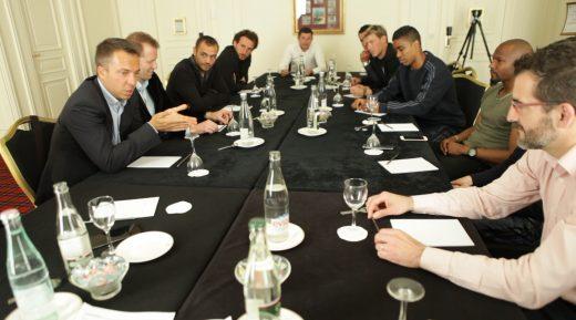 Réunion UNFP-Safe en mai dernier... Le début d'un dialogue nouveau, franc et qui donne, déjà, des résultats...