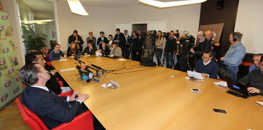 La conférence de presse dans les bureaux de l'UNFP...